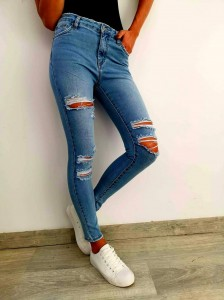 HITOWY MODEL Jeans Rurki SLIM FIT z dziurami Queen